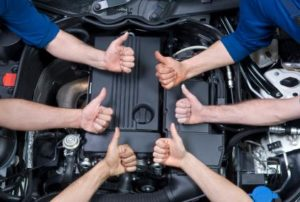 Autoreparationer og serviceeftersyn på vores moderne autoværksted. Vi er faguddannede og dygtige håndværkere, som kan benytte det nyeste tekniske udstyr for at opnå den bedste kvalitet !